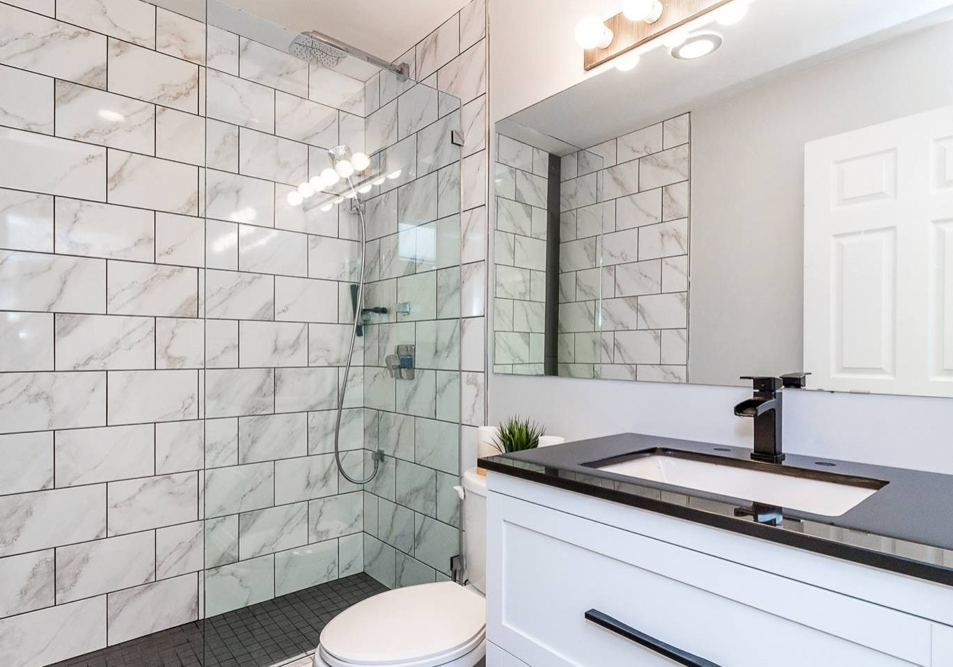 Action-Glass-residential-shower-installation
